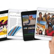 Vista frontal del iPad Mini Retina Display gris espacial y plata