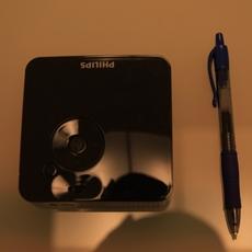 Comparación del Philips Picopix 1430 con un bolígrafo