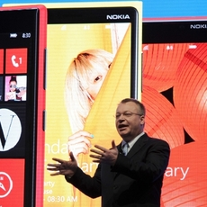 Stephen Elop presenta los nuevos Nokia Lumia en el MWC 2013