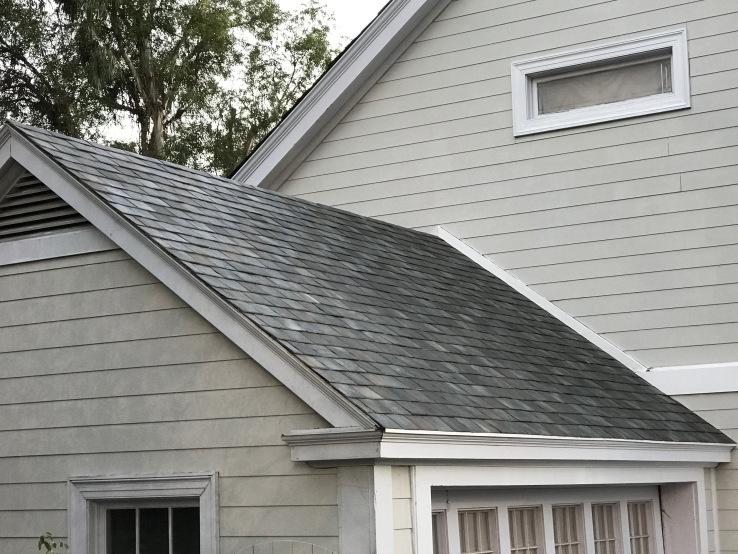 Techo con tejas que recolectan energía solar