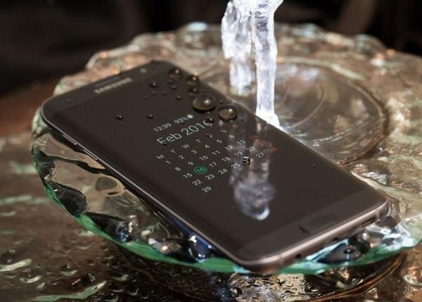 Galaxy S7 se moja y mide la humedad él solito.