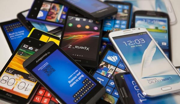Unos cuantos móviles.