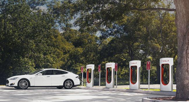 Elon Musk desvela el plan maestro de Tesla: autoproducción de energía para coches autónomos
