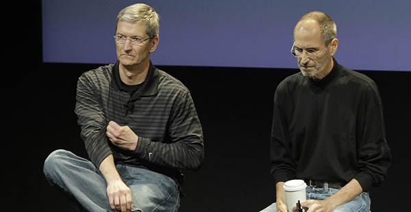 Steve Jobs y Tim Cook, en 2011