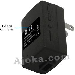 Cámara espía dentro de un adaptador de corriente