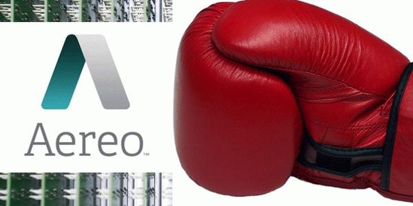 Un guante de boxeo golpea Aereo