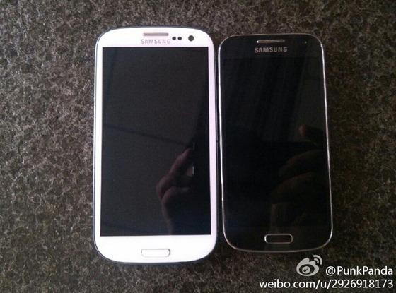 El Galaxy S4 a la izquierda y a la derecha su versión Mini