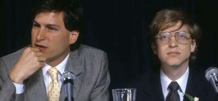 Steve Jobs y Bill Gates de izquierda a derecha