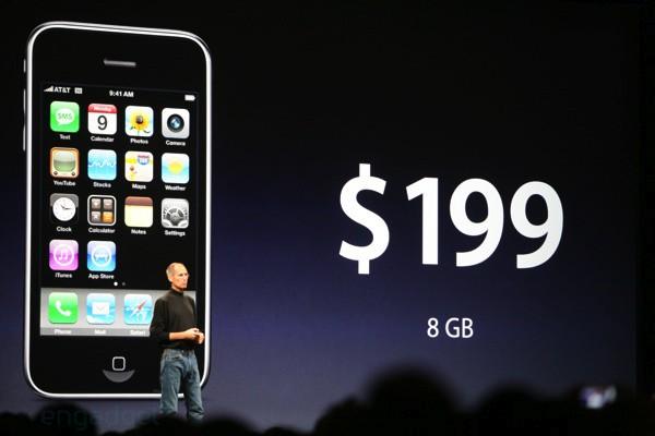 Steve Jobs presentando el iPhone 3G, si tienes uno en casa, ya sabes.