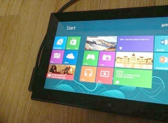 Una de las imágenes que muestra la parte frontal de la tablet con Windows 8