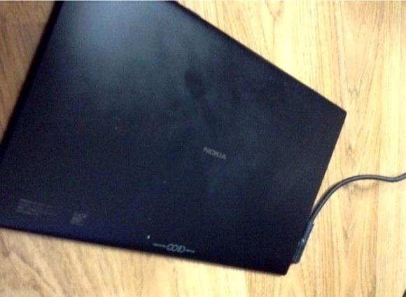La parte trasera de la tablet evidencia que ha sido fabricado por la casa Nokia