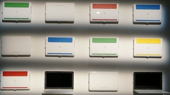 Chromebook 11 en color negro o blanco combinado con rojo, verde, azul o amarillo