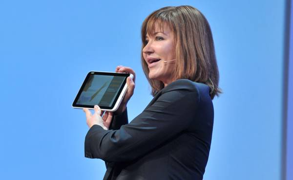 Julie Larson-Green dejará que Stephen Elop presente los nuevos dispositivos
