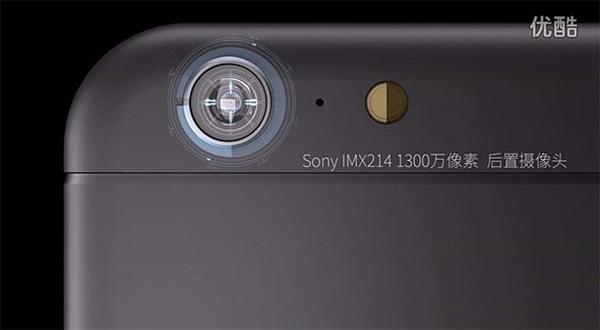 Amplia resolución en sus cámaras principal y trasera.