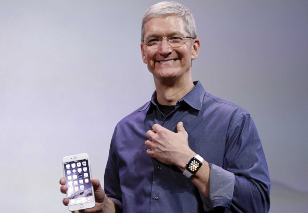Tim Cook presumiendo de Apple Watch