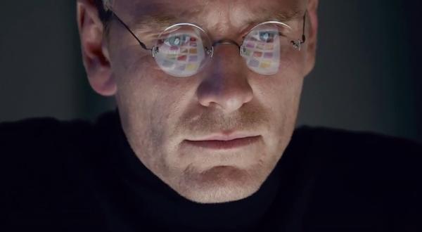 Michael Fassbender caracterizado como STeve Jobs