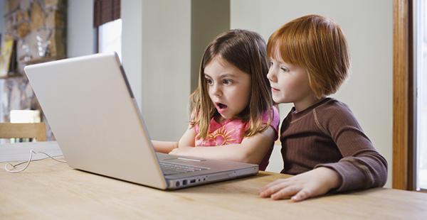 La edad mínima para usar redes sociales ronda los catorce años