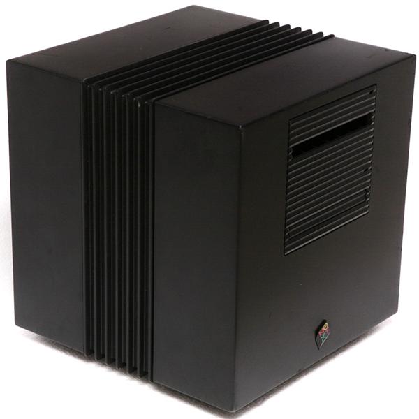 El cubo, ordenador de la empresa NeXT Computer