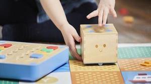 Cubetto, el robot que enseña a los niños a programar