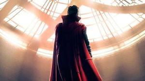 Benedict Cumberbatch se convierte en el Doctor Extraño en el primer tráiler oficial de la película