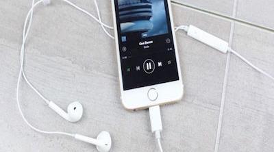Nuevas imágenes de auriculares con conector Lightning