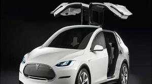 La última actualización de los Tesla X convierte sus puertas en guillotinas