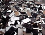 A partir de 2017 habrá que reciclar mejor los móviles viejos llevándolos a las tiendas