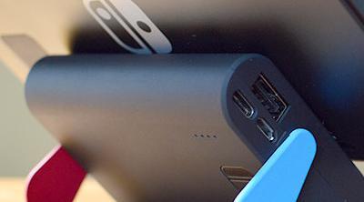 Una batería para Nintendo Switch sirve también como soporte en modo portátil