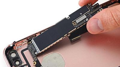 La escasez de componentes podría estar causada por Apple preparando el próximo iPhone