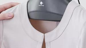 Panasonic prepara una percha que quita los olores de las camisas
