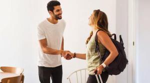 Acusan a un directivo de Airbnb de poner la casa que alquilaba en la plataforma