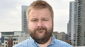 Amazon contrata a Robert Kirkman, guionista del del cómic original de The Walking Dead