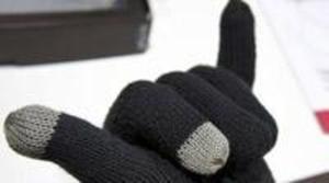 El último grito en manos libres son unos guantes