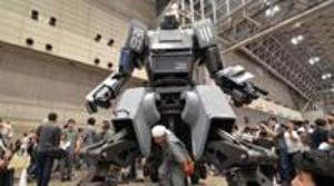 Un japonés crea su propio robot particular