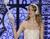 Inmortaliza el día de tu boda con este palo de selfie nupcial