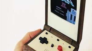 Pixel Vision, la primera consola portátil de madera