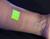 Crean un vendaje inteligente que se vuelve fluorescente cuando una herida se infecta