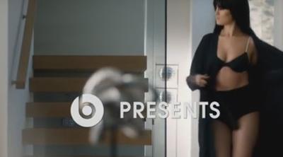 Decían que Apple era elegancia, hasta el anuncio de Beats con Selena Gomez