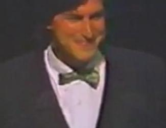 Steve Jobs presenta el primer Macintosh